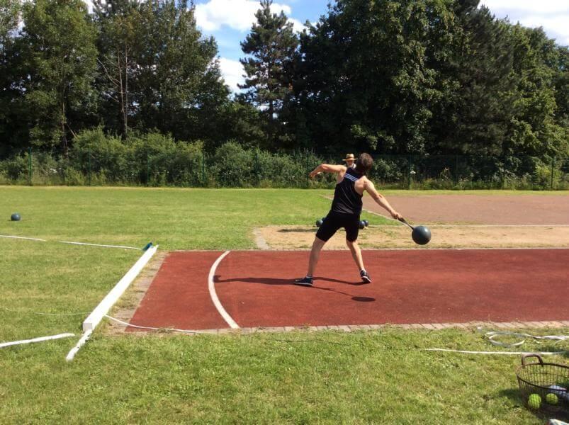 Nicolas Bohr wirft neuen Vereinsrekord im Schleuderball