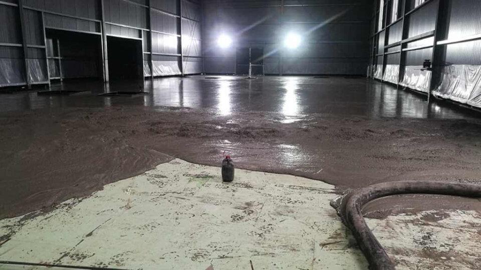 Die Bodenplatte wird betoniert